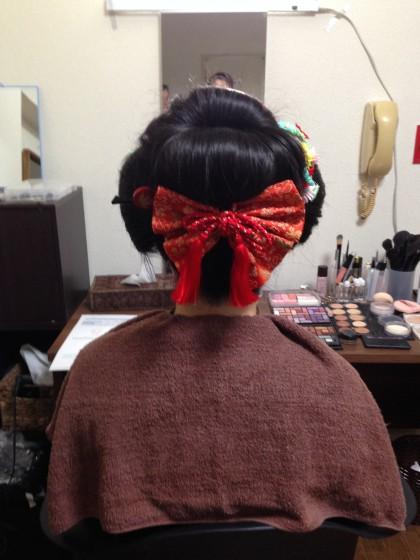 新日本髪の後ろ姿リボン付き