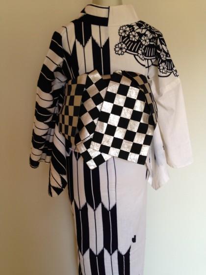 ゆかた!…片身替わりの浴衣に市松の帯