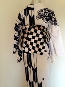 ゆかた!…片身代わりの浴衣に市松の帯